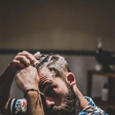 ¿Por qué se cae el pelo estacionalmente? ¡Te lo contamos!