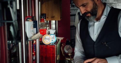 Confesiones de un Barbero - Juan Valdivía